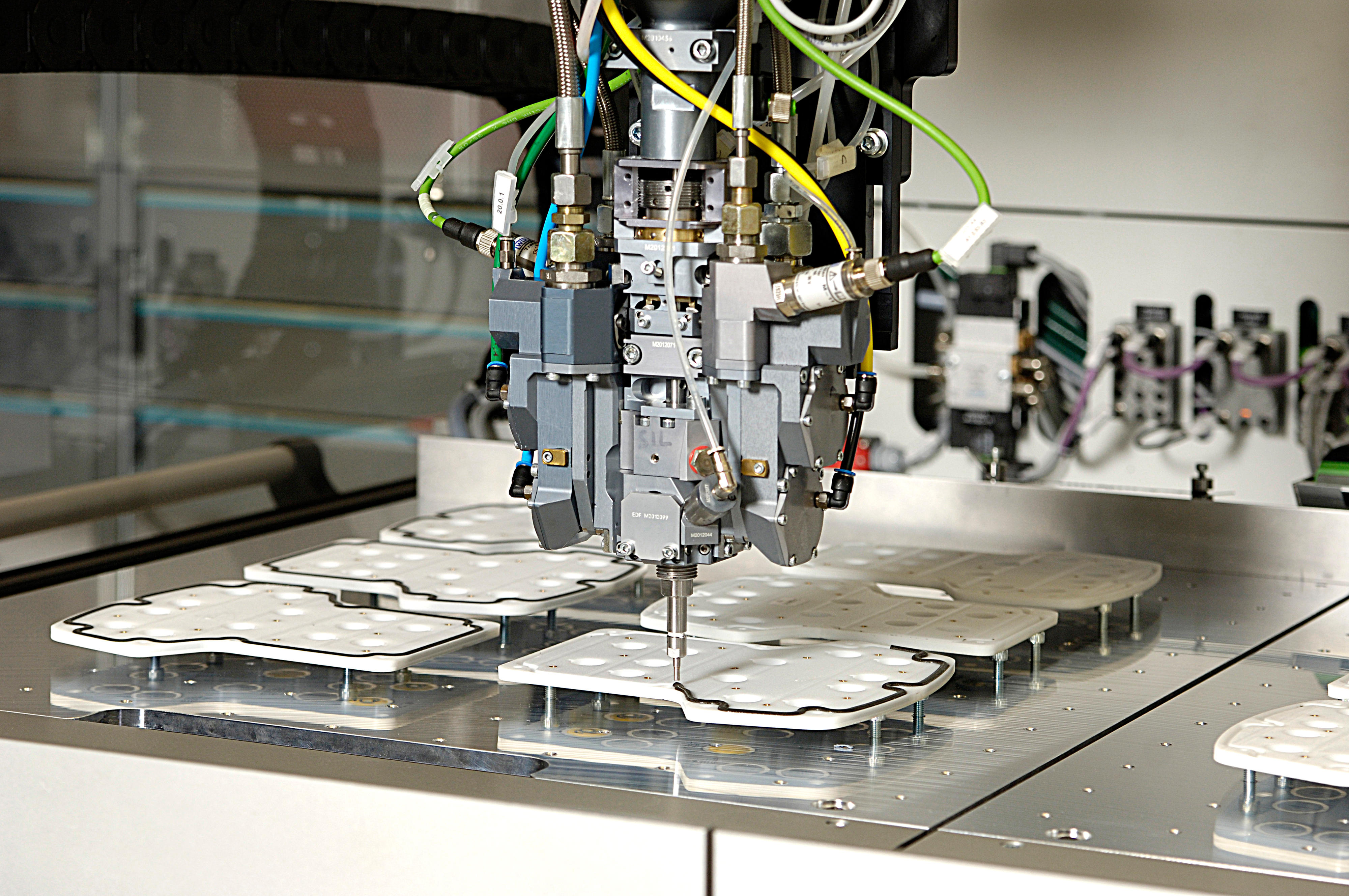 Users receive material, machine and the process from a single source by Henkel (Source: Henkel)