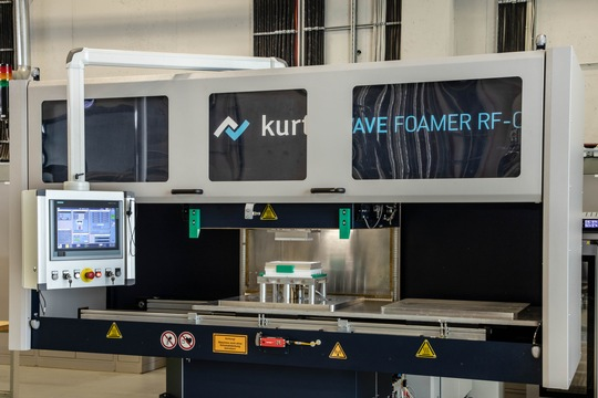 New production technology at Fraunhofer ICT: Radio frequency moulding machine (Source: Fraunhofer ICT)