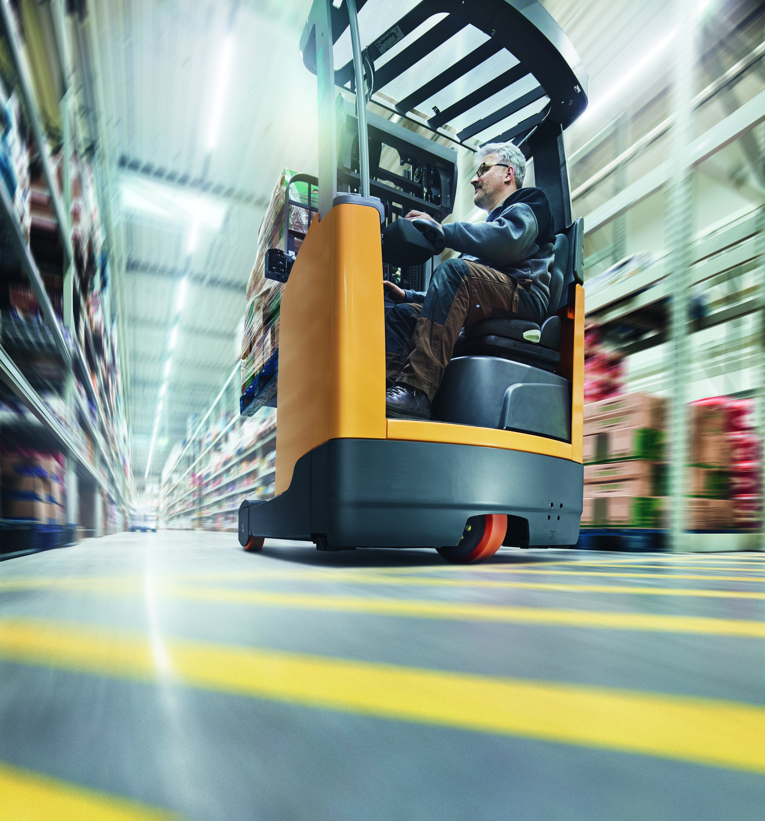 The wheels of forklift trucks are a typical application for the extremely robust polyurethane elastomer Vulkollan from Covestro. (Source: Covestro)