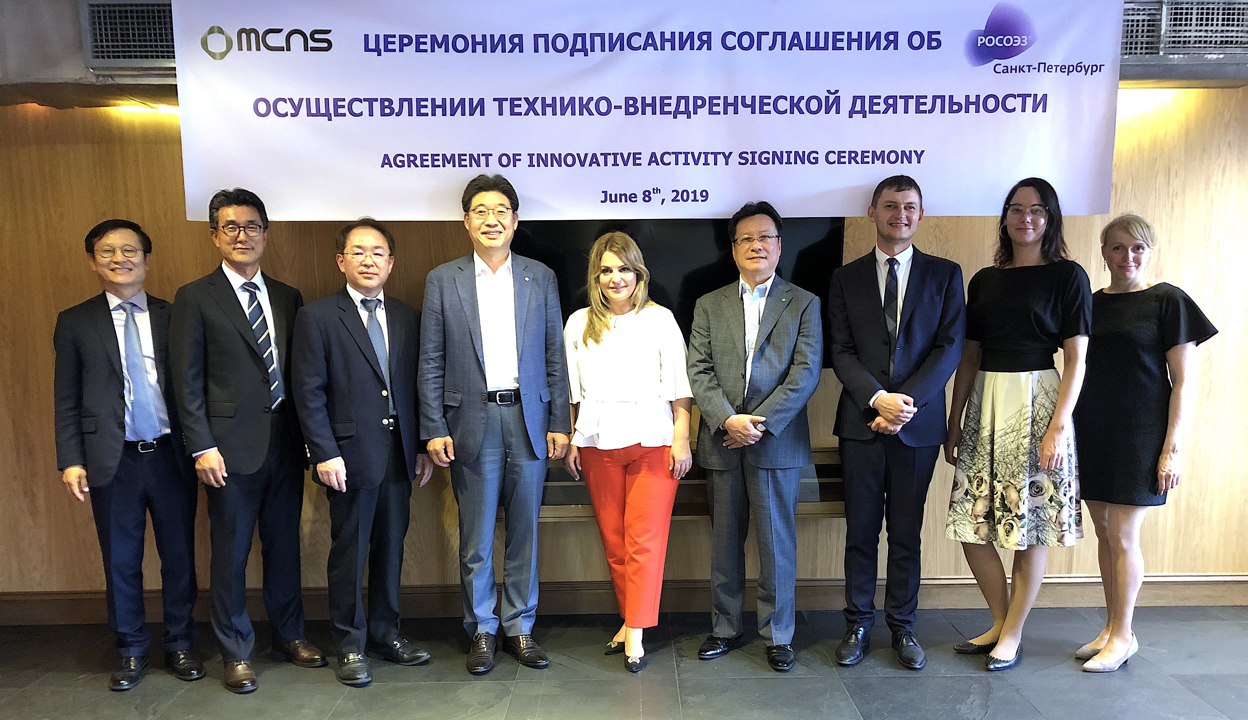 MCNS signed an investment agreement with officials of the city government and the president of the special economic zone in Saint Petersburg, Russia: Eui Joon Lim, CEO of MCNS (4th f. l.), Tamara Rondaleva, CEO of SEZ of Russia (5th f. l.), Shingo Shibata, Co-CEO of MCNS (6th f. l.), and Andrey Ivanov, Vice President of SEZ (7th f. l.). (Source: SKC)