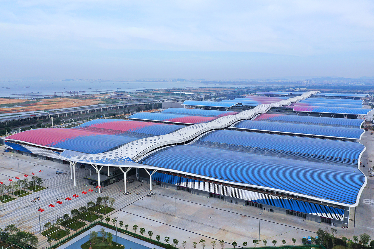 Aerial view of the 16 halls of the Shenzhen World Exhibition & Convention Center, which covers 350,000 m2 of exhibition area. (Source: Adsale)