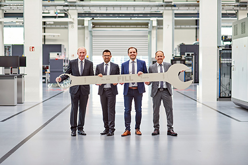 Symbolic handover of directorship (f.l.t.r.): Wolfgang Rathner (director), Günter Redhammer (COO), Alois Wiesinger (CTO), Andreas Fill (CEO)(Source: Fill)