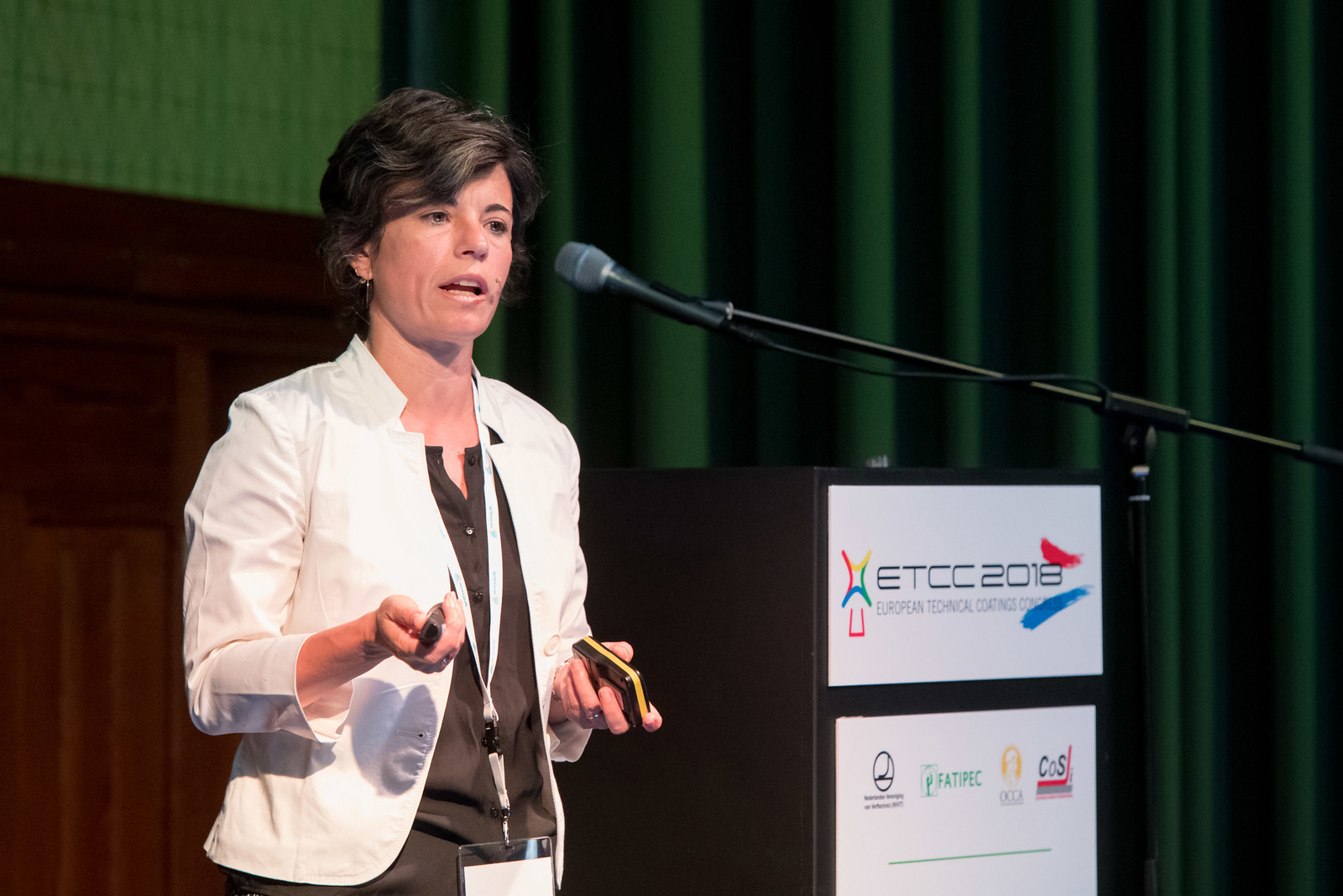 Dr. Eva Tejada and co-authors, Covestro, received the Alain Clause Award for best lecture on ecological and environmentally compatible developments. (Source: Covestro)