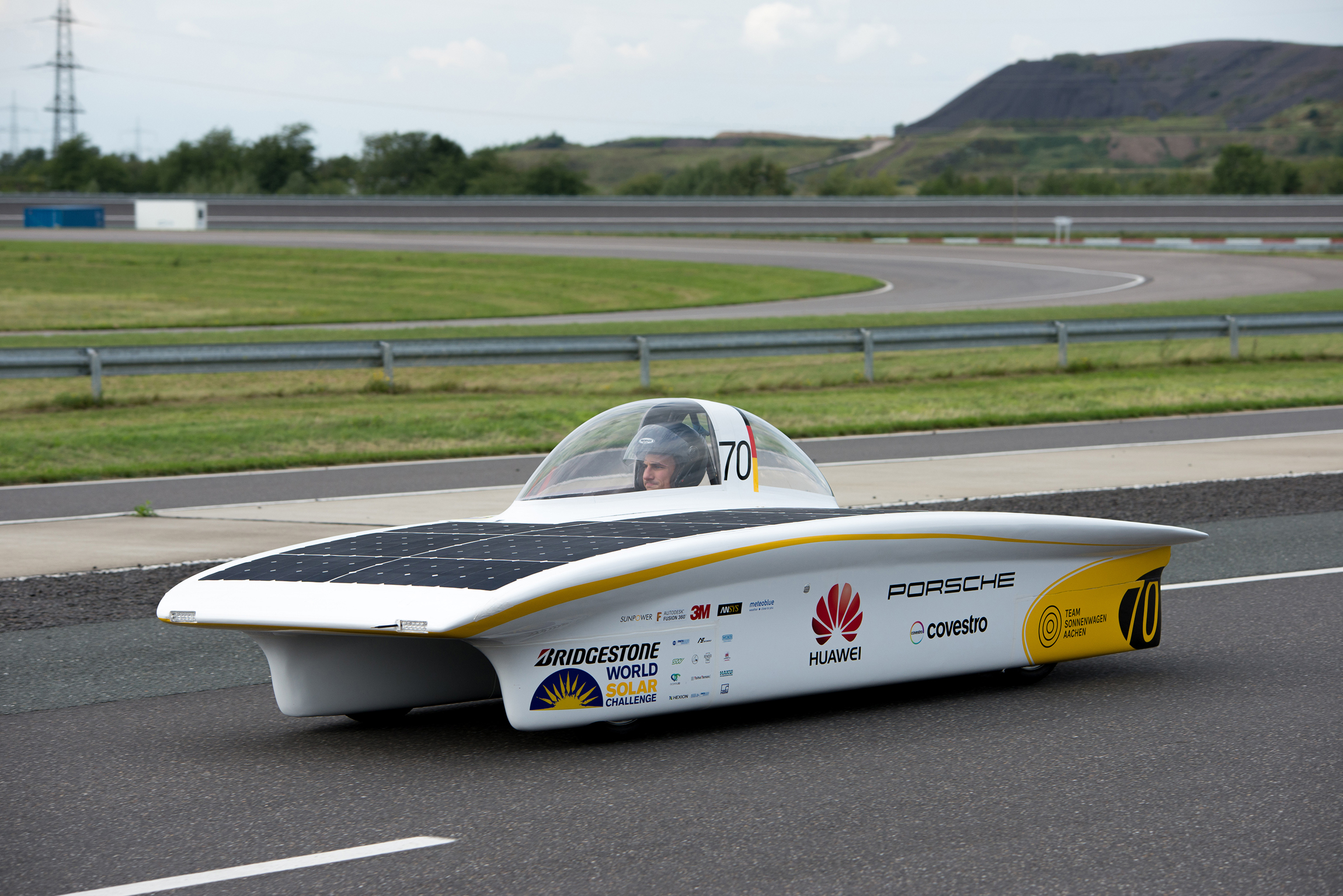 Covestro wants to use the World Solar Challenge in Australia to test coatings under the harsh climate conditions prevailing along the race´s route (Source: Covestro / Matthias König)