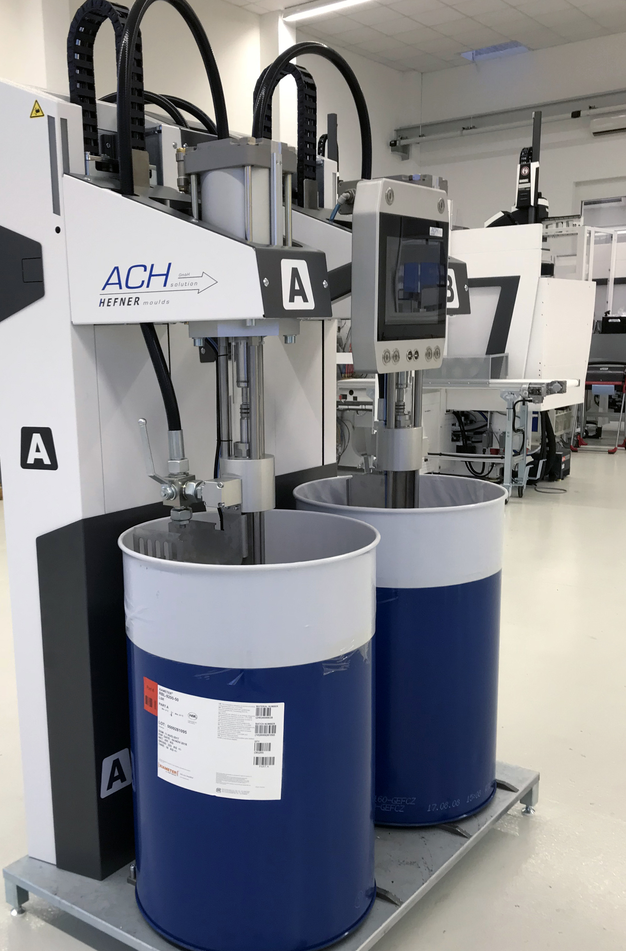 A MaxiMix G2 from ACH-Solution is used for metering the LSR. The entire process can be controlled via the CC300 operating panel of the injection moulding machine. (Source: ACH-Solution)