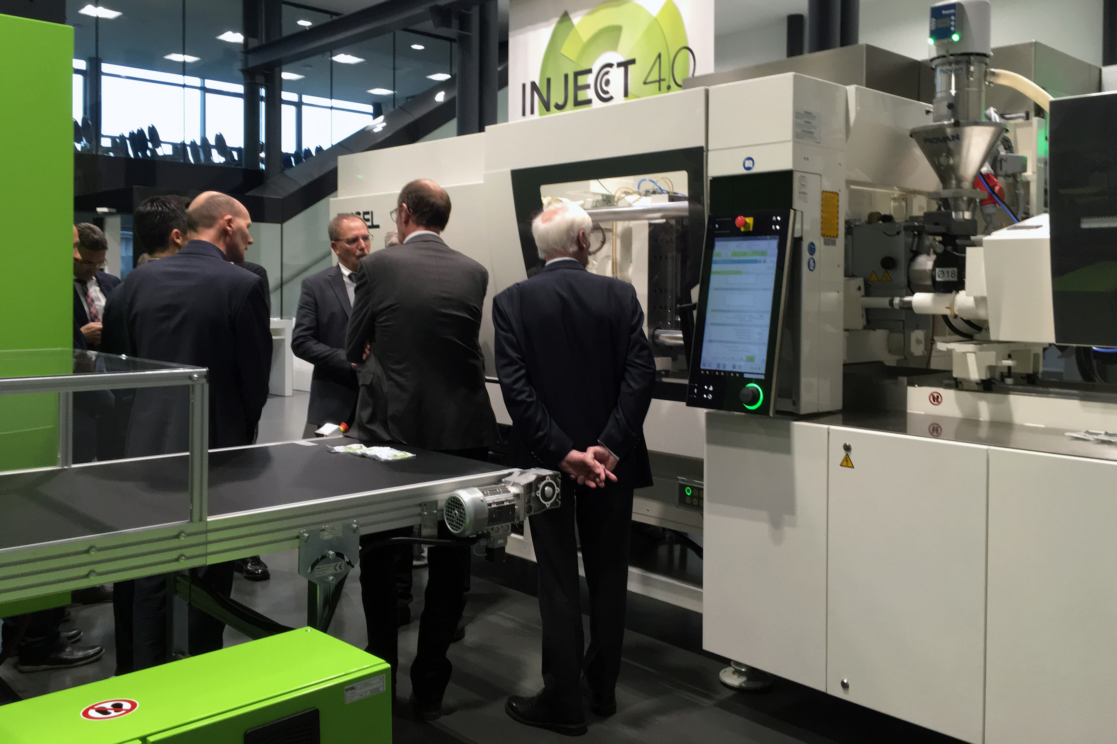 Engel demonstrated the production of interdental cleaners at med.con. (Source: Engel)