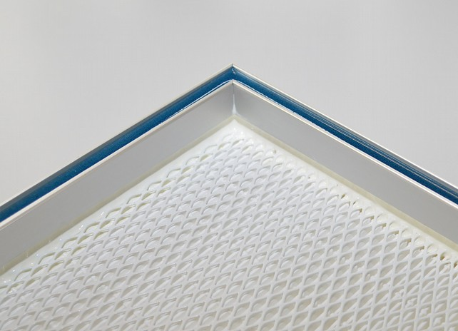 Filter frames are sealed airtight with PU potting gel acc. the groove and tongue principle and filter media glued with adhesive sealant inside the frame. (Source: Sonderhoff)