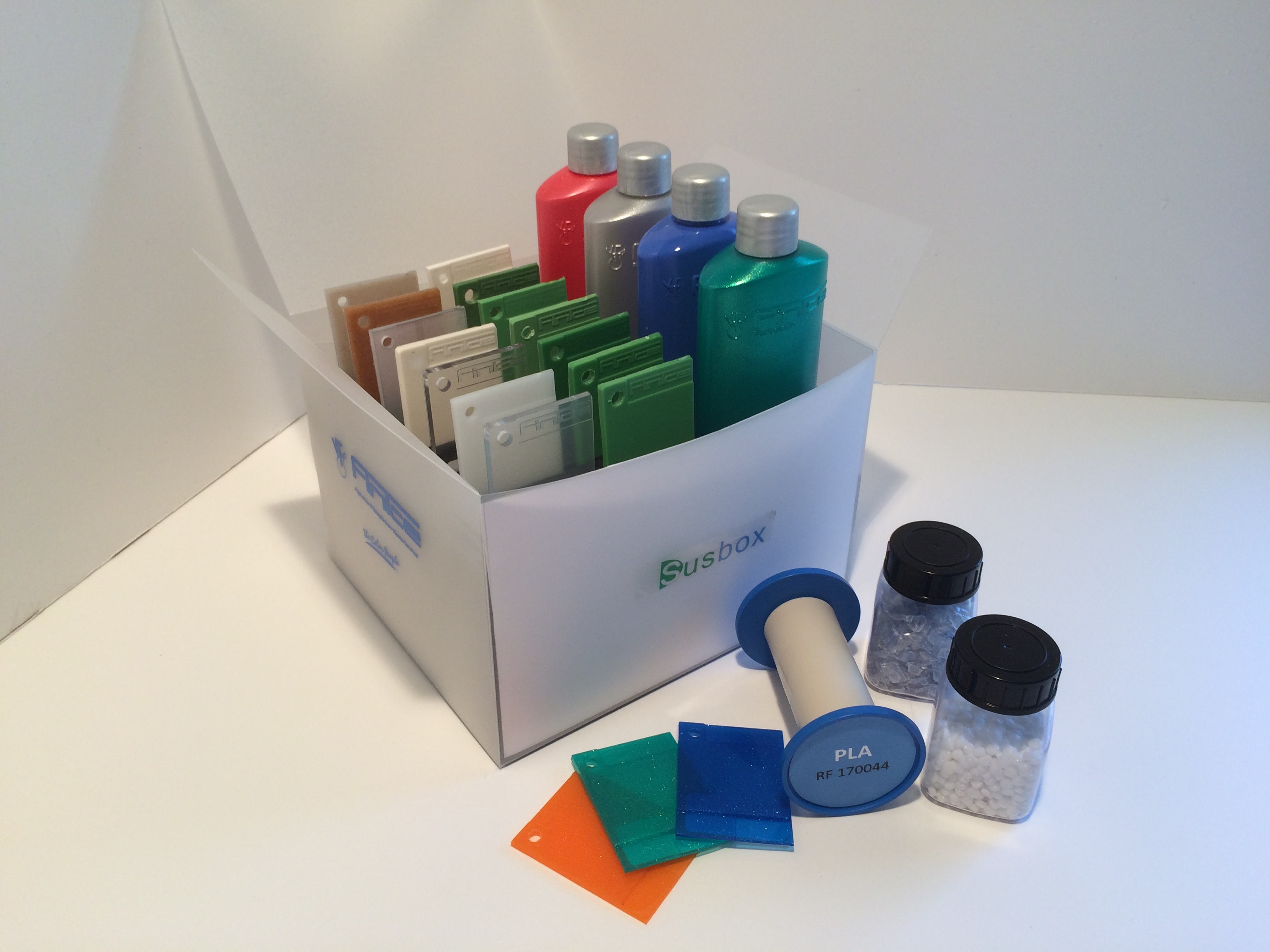The Finke Susbox gives an overview of the possibilities for colouring sustainable plastics. (Source: Finke)
