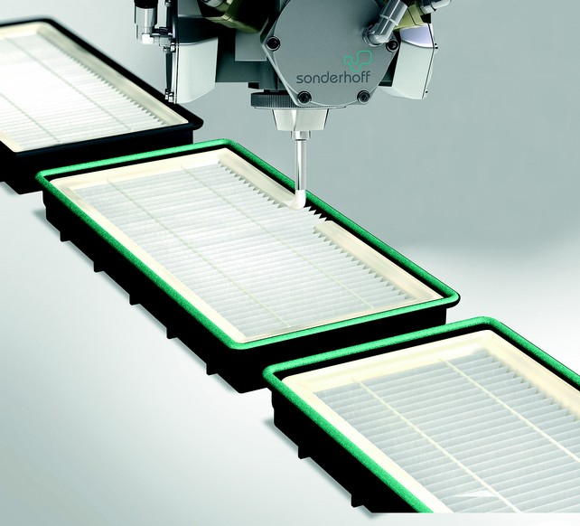 For gluing and sealing of pleated filters the foamed adhesive sealant Fermadur is applied along the filter frame contour through the mixing head. (Source: Sonderhoff)