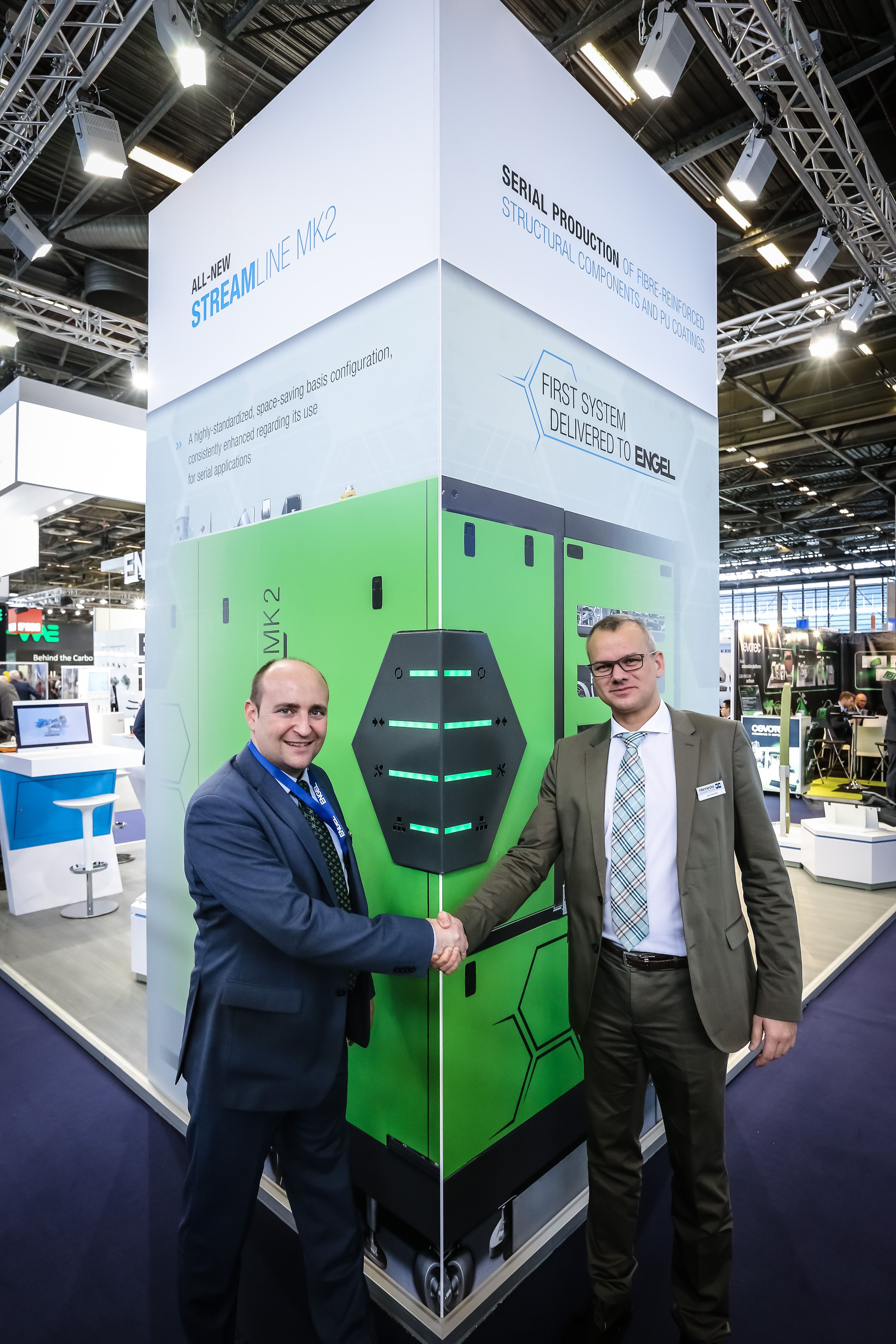 Engel Austria is looking forward to receive of the world's first Streamline MK2 for use in the company's own lightweight construction technology centre. (F.l.t.r.: Matthias Mayr, Head of Engel Composite Systems and Jens Winiarz, Head of Composites & Advanced Applications, Hennecke GmbH (Source: Hennecke)