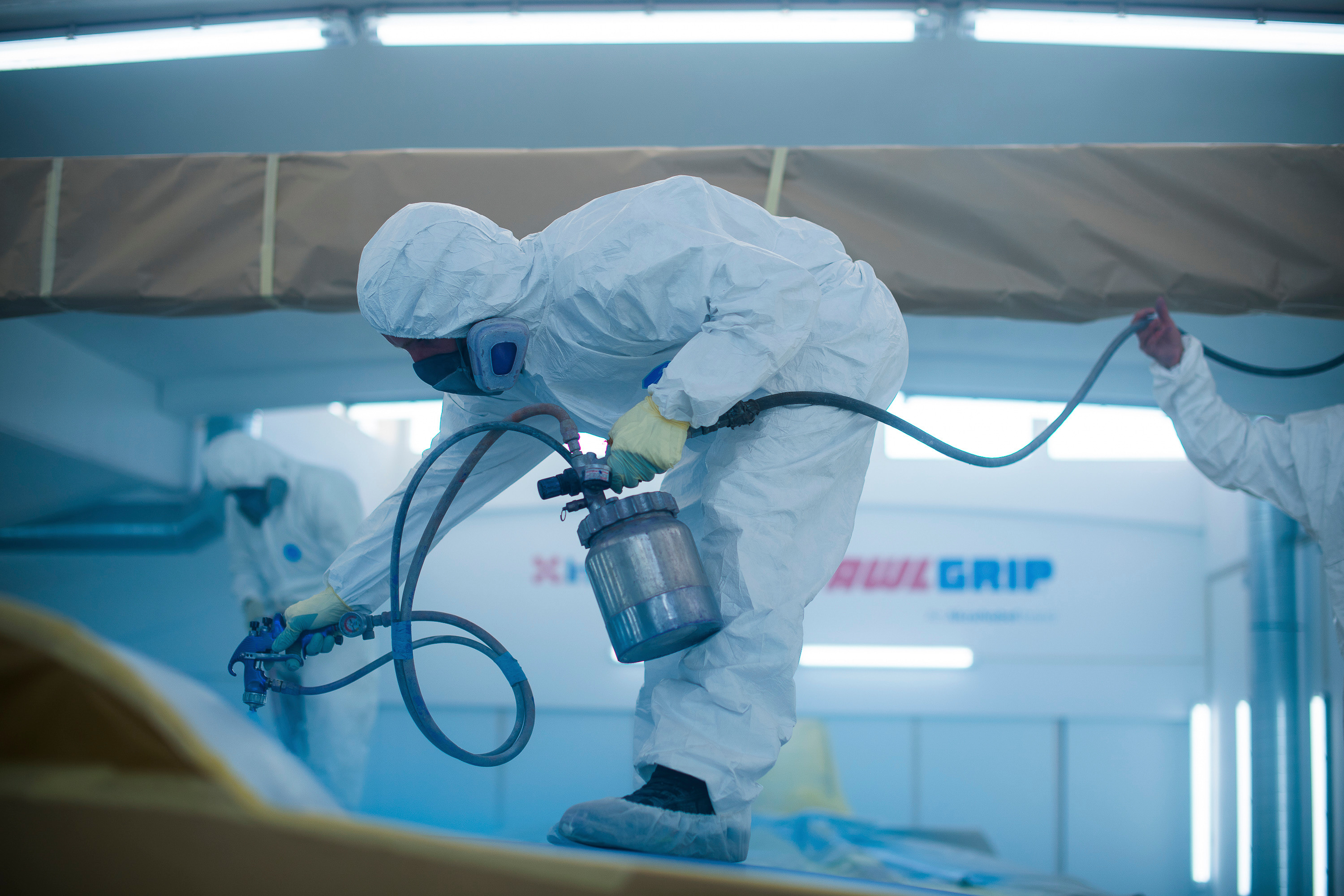 The PU clearcoat Awlgrip HDT can be used over the full range of Awlcraft SE basecoats (Source: AkzoNobel)