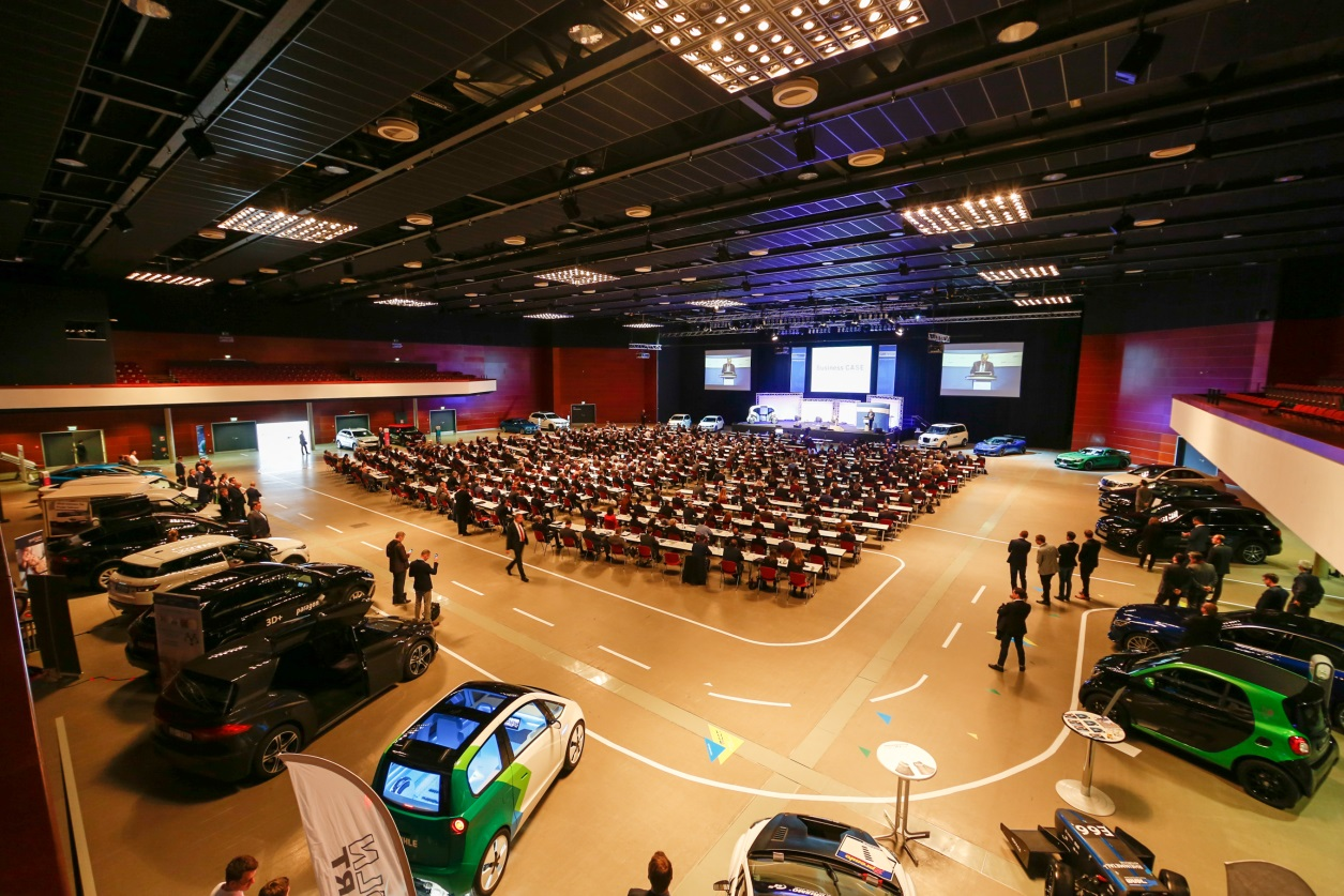 Rund 1200 Besucher konnten die 120 Partner und Aussteller am 8. Februar im Bochum zum 18. Internationalen Car Symposium empfangen. (Quelle: Jan Schürmann / D+S Automotive GmbH)