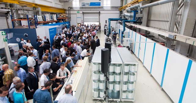 The new iPul system was constantly surrounded at the KraussMaffei Competence Day Pultrusion (Source: KraussMaffei)