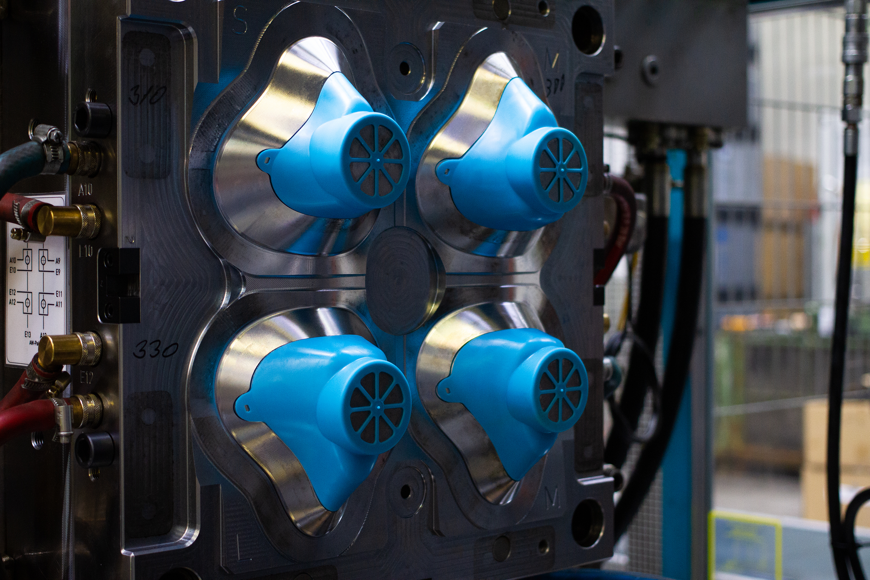 The four-cavity tool enables a production capacity of 12,500 face masks per day. (Source: Backhaus)