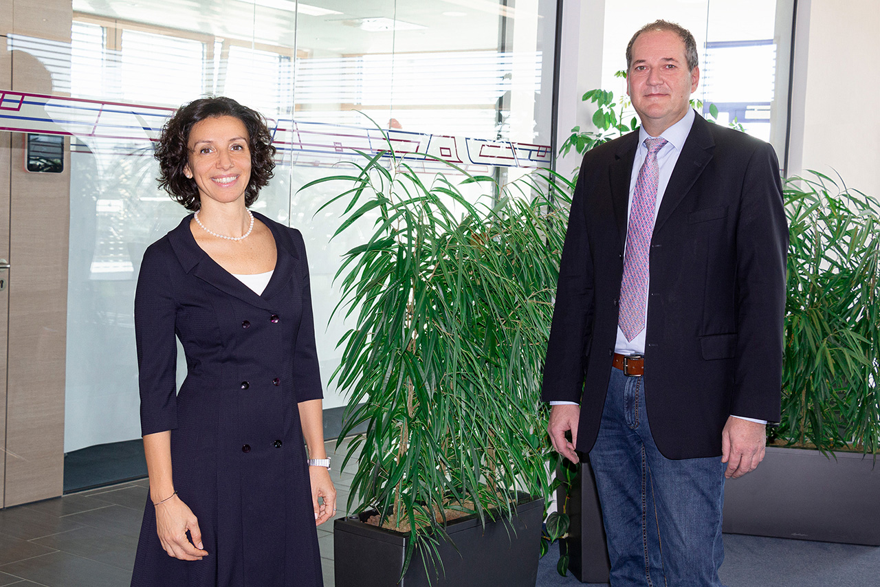 Valentina Faloci and Wolfgang Roth are in charge of directing the product experts within the new sales structure. (Source: Wittmann Battenfeld)