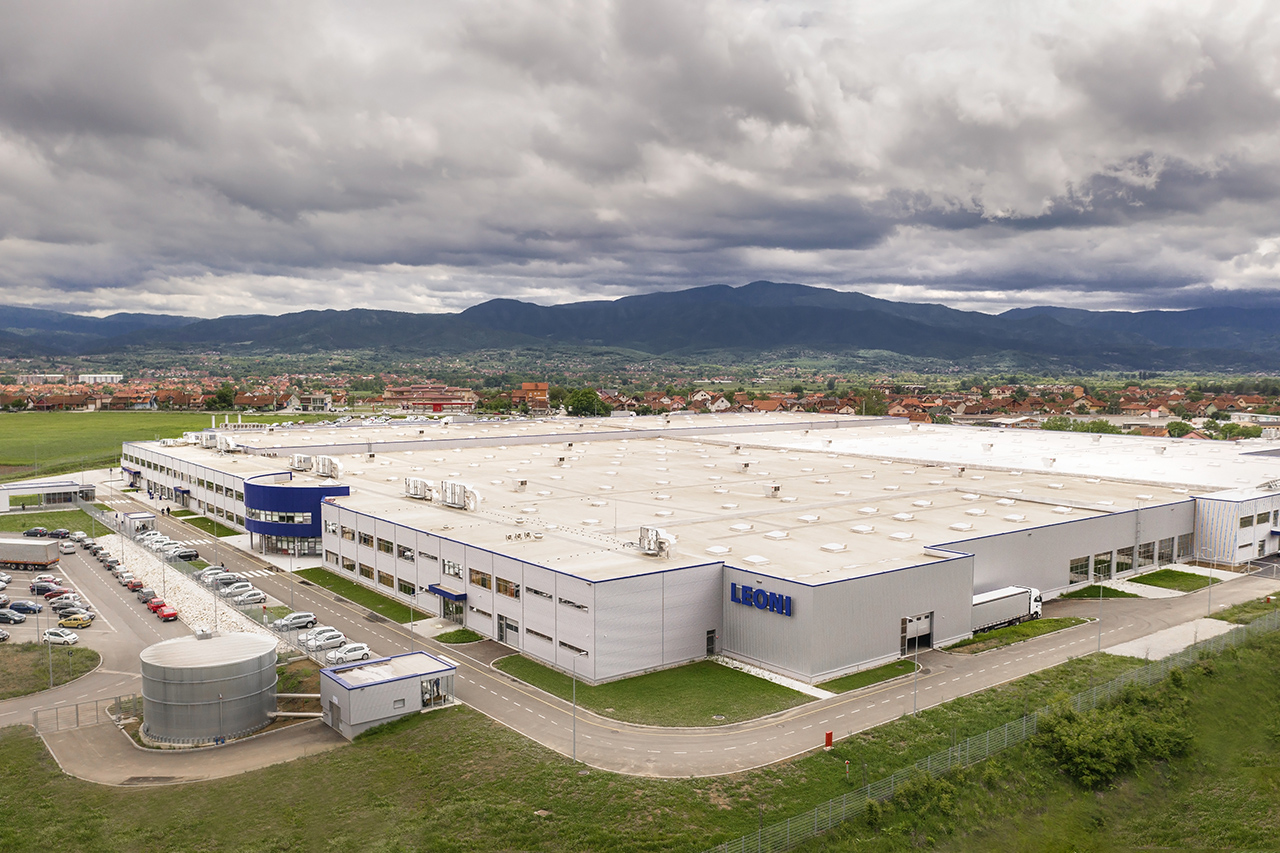 The entire building has more than 60,000 m², out of which 45,000 m² represent the production area, which is now completed. (Source: Leoni)