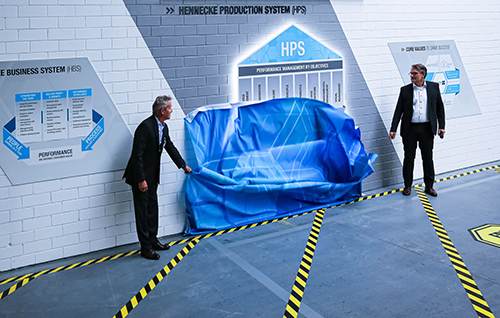 Unveiling the HPS depiction at the inauguration of the new production system by Rolf Friedli, Chairman of the Advisory Board Hennecke Group and Thomas Wildt, CEO Hennecke Group (f.l.t.r.) (Source: Hennecke)