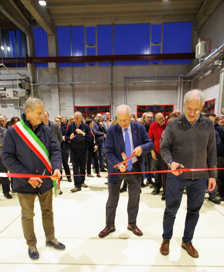 F. l. t. r.: Marco Giudici, Mayor of Caronno Pertusella, Marco Volpato, Cannon Group President, and Maurizio Cusinato, Cannon Afros General Manager, during the ribbon-cutting ceremony for the new R+D area of Cannon Afros.