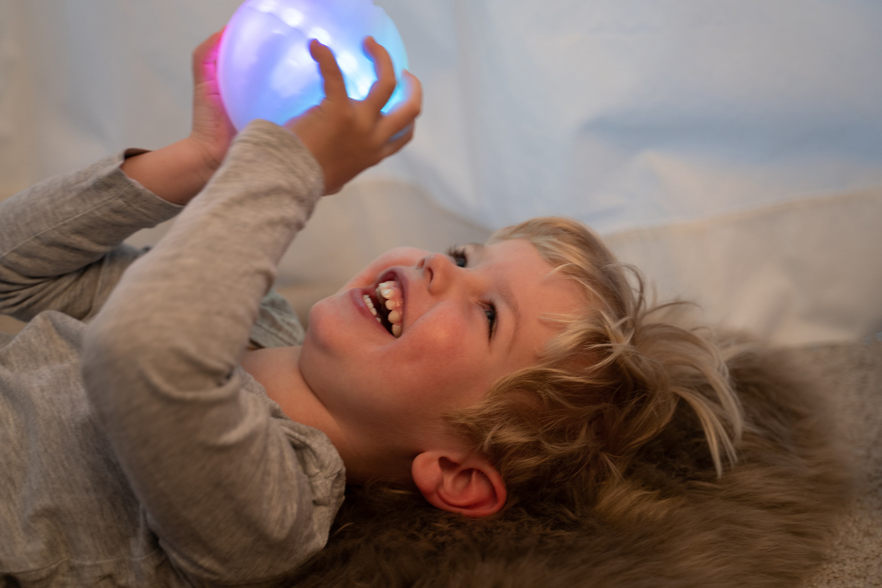 The therapy ball ichó was developed to promote cognitive and motor skills in a playful way. (Source: icho systems)